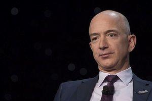 Tỉ phú giàu nhất thế giới Jeff Bezos bị đe dọa công khai ảnh khỏa thân