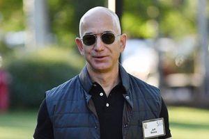 Tỷ phú giàu nhất thế giới bị 'đe dọa' đăng hình ảnh nhạy cảm