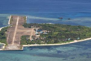 'Chiến lược bắp cải': 95 tàu TQ tới Trường Sa cản Philippines xây đảo