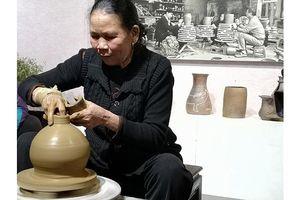 Những người 'tiếp sức' cho nghề làm gốm Hương Canh
