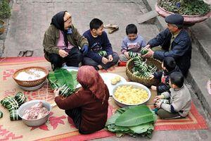 Bánh chưng trong mâm cỗ Tết của người Việt