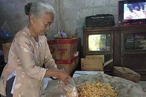 Bà lão 50 năm giữ bí quyết làm món mứt Tết nhà nghèo độc nhất xứ Huế