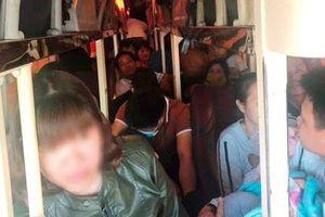 CSGT Thanh Hóa bắt giữ xe khách 40 chỗ 'nhồi' 62 người trên QL 1A