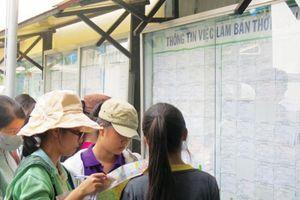 Những người giữ nhịp sống Hà Nội, Sài Gòn dịp Tết
