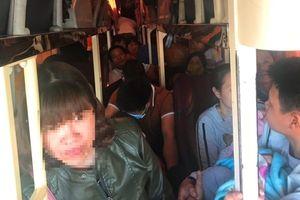 Ôtô 40 chỗ nhồi nhét 62 hành khách ngày tết bị bắt giữ