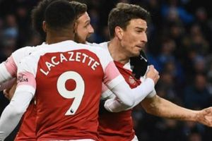 TRỰC TIẾP Huddersfield 1-2 Arsenal: Nỗ lực muộn màng (KẾT THÚC)