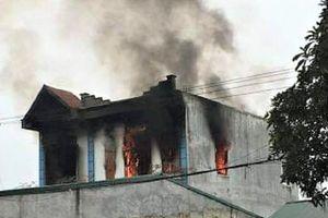 Cửa hàng điện máy ở Hòa Bình cháy ngùn ngụt ngày mùng 5 Tết