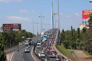 Kẹt xe nghiêm trọng nhiều nơi trong cả nước