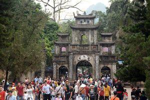 Lễ khai hội chùa Hương diễn ra trong không khí thanh bình