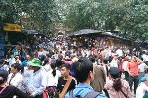 Chùa Hương đông nghịt người trong ngày khai hội