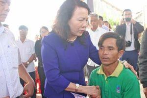 Lãnh đạo Bộ GD-ĐT thăm, động viên gia đình 6 học sinh bị đuối nước ở Quảng Nam