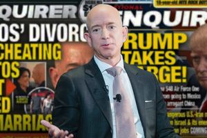 Người giàu nhất thế giới bị tạp chí Mỹ dọa tống tiền