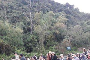 Chông chênh thuyền chở khách không phao ở lễ hội chùa Hương