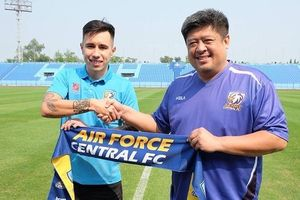 Những cầu thủ Việt nào từng qua Thái Lan thi đấu trước Đặng Văn Lâm?