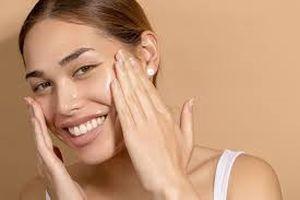 Dầu dưỡng da có thực sự gây bí lỗ chân lông và nổi mụn?