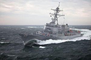 Tàu khu trục Mỹ áp sát Đá Vành Khăn, thách thức Trung Quốc