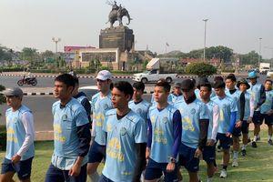 Xuân Trường tập hành quân cùng các đồng đội mới tại Buriram United