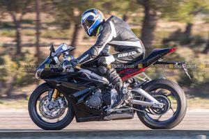 Sportbike Triumph Daytona 765 chạy thử nghiệm, chờ ngày ra mắt