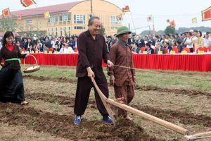 Phó Thủ tướng Trương Hòa Bình xuống đồng Khai hội Tịch điền