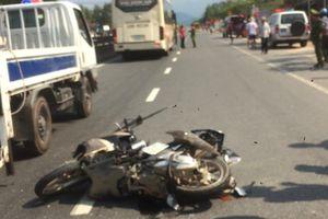 TT-Huế: Xe khách tông xe máy, 2 cha con tử vong