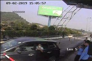 Khởi tố tài xế lái ô tô đâm cọc tiêu vượt trạm thu phí BOT Bến Thủy 2