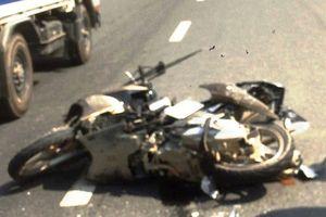 Hai cha con tử vong sau cú đâm kinh hoàng của xe khách