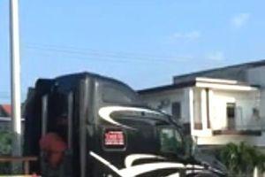 Đà Nẵng: Công an điều tra đoàn xe container 'rủ nhau' vượt đèn đỏ