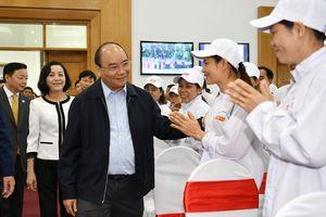 Thủ tướng Chính phủ thăm và làm việc tại Công ty thực phẩm xuất khẩu Đồng Giao
