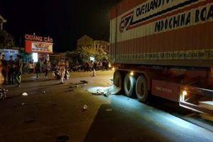 Quảng Trị: Xe máy va chạm xe đầu kéo, 3 người thương vong