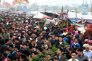 Hàng nghìn người chen chân tại phiên chợ 'mua may, bán rủi'