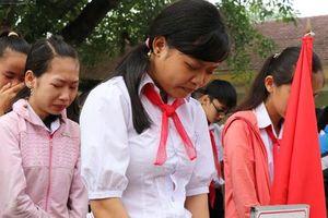 Buổi chào cờ đầu năm mới chìm trong nước mắt ở ngôi trường có 6 học sinh đuối nước thương tâm