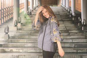 Hoa hậu Hong Kong bất ngờ đến Ninh Thuận, khoe bụng bầu 7 tháng