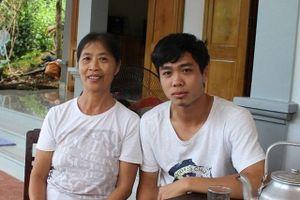 Công Phượng chia tay bố mẹ, chuẩn bị lên đường sang Hàn Quốc