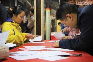 Phật tử thập phương đổ về chùa Phúc Khánh đăng kí dâng sao giải hạn
