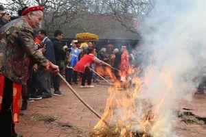 Ngày hội kéo lửa thổi cơm thi làng Thị Cấm