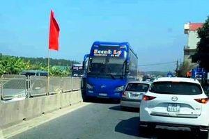 Tước bằng lái tài xế xe khách chạy ngược chiều trên quốc lộ