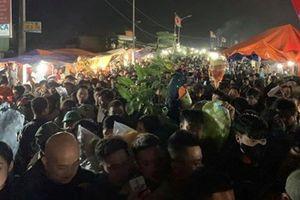 Hàng vạn người chen chân chợ Viềng 'bán rủi mua may'