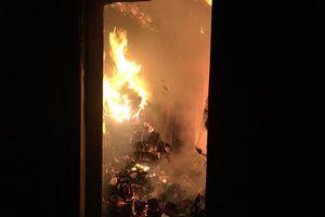 Cháy lớn ở cửa hàng tạp hóa và nhà dân trong đêm