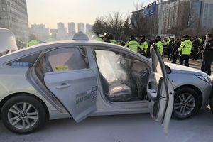Lái xe taxi Hàn Quốc tự thiêu trước Quốc hội để phản đối dịch vụ gọi xe thương mại