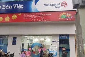 Ra Tết, dân gom tiền tìm ngân hàng lãi suất cao để gửi tiết kiệm