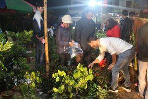 Hàng vạn người đổ về khai lễ hội Chợ Viềng