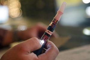 Hút thuốc lá điện tử tăng vọt ở giới trẻ Mỹ