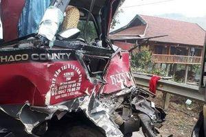 Xe khách đấu đầu xe tải trên quốc lộ, 8 người bị thương