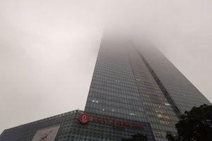 Sau những ngày nghỉ Tết nắng nóng, Hà Nội lại mịt mù trong sương