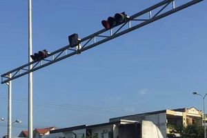 Đà Nẵng xử phạt xe container nối đuôi nhau vượt đèn đỏ