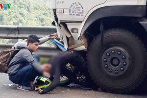 Vượt ẩu tại đèo Bảo Lộc, phượt thủ bị cuốn vào gầm xe tải