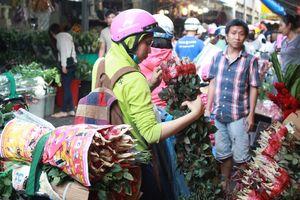 Chợ hoa lớn nhất nhì Sài Gòn đông nghẹt trước ngày Valentine