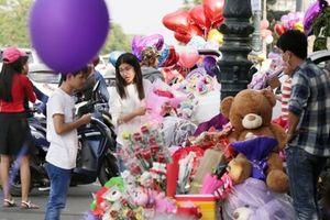 Học sinh Campuchia được khuyến cáo đi học bình thường ngày Valentine