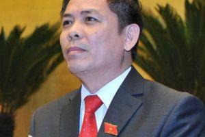 Bộ trưởng Nguyễn Văn Thể gửi thư khen 2 nữ nhân viên gác chắn cứu cụ bà