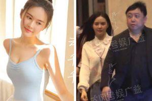 Đạo diễn U70 'Người Trong Giang Hồ' bị bắt gặp qua đêm với gái trẻ